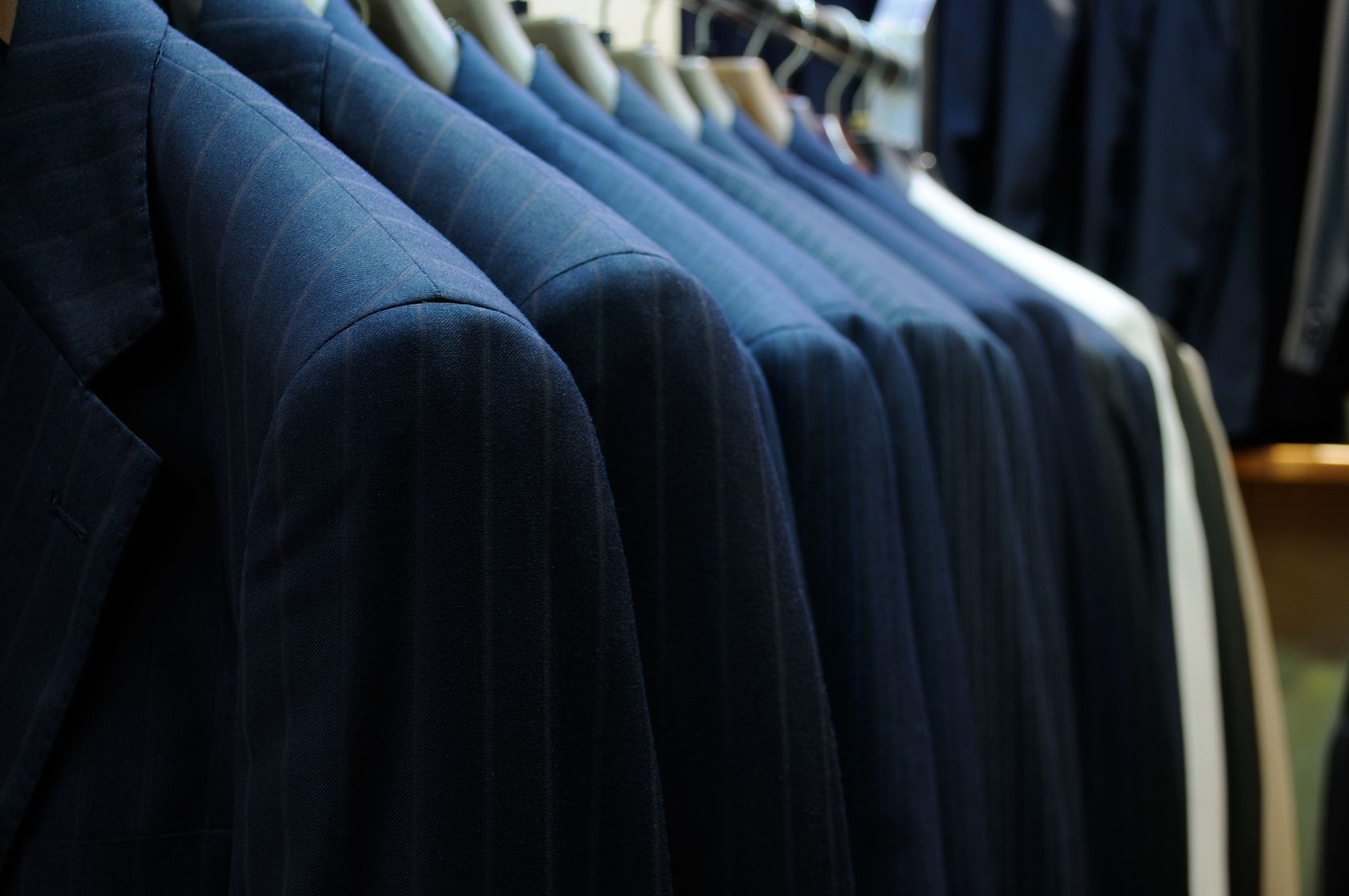 Tips For Custom Suit Jackets: The Shoulder Style Guide